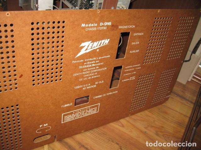 Radios antiguas: Mueble radio tocadiscos AM - FM zenith modelo d - 916 chasis 17dt90 funcionando - Foto 6 - 64310499