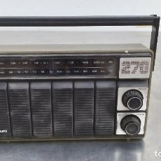 Radios antiguas: RADIO ANTIGUA PHILIPS 270 DE 23,5 CMS. DE LARGO X 14,5 DE ALTO. Lote 157910696