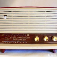 Radios antiguas: RADIO A VALVULAS INVICTA MODELO 5367 - PLASTICO MODERNO COLOR BURDEOS Y CREMA - FUNCIONA. Lote 68932137