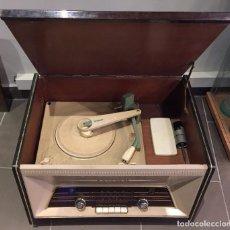 Radios antiguas: ANTIGUA RADIO TOCADISCOS DE ALTA CALIDAD PHILIPS H4X 76 A X. Lote 120553211