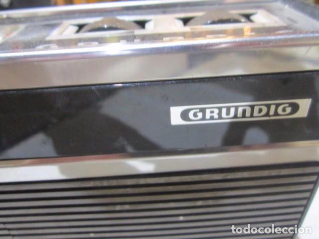 Radios antiguas: Cassette Grundig C200. Medidas: 25 x 7 x 15 cms. altura. incluye funda. - Foto 2 - 72207943