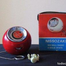Radios antiguas: NISSOZAQUI RADIO BOLA, COMPLETA EMBALAJE ORIGINAL, VINTAGE . Lote 73542991