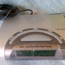 Radios antiguas: ANTIGUO RADIO RELOJ ALARMA DESPERTADOR DE MESITA DE NOCHE - CHI KING - VINTAGE. Lote 75054855