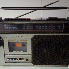Radios antiguas: TRANSISTOR RADIO CASSETTE SANYO M2884F RADIO FUNCIONA CASSETTE NO. Lote 148926814