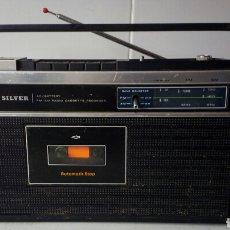 Radios antiguas: TRANSISTOR RADIO CASSETTE SILVER RT20E FUNCIONA LA RADIO CON PILAS, SI SE ENCHUFA SALTA LOS PLOMOS. Lote 75081651