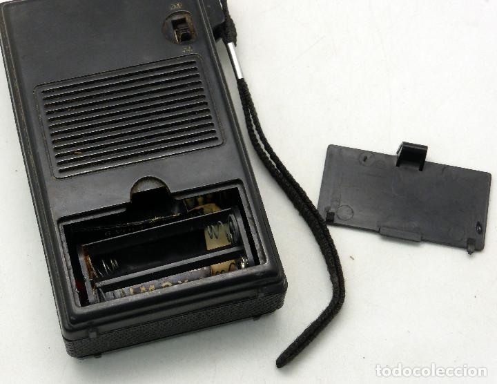 Radios antiguas: Transistor radio AM FM Made in Japan años 70 no funciona - Foto 5 - 76004095