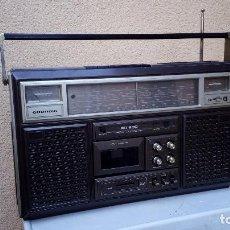 Radios antiguas: RADIO TRANSISTOR CASSETTE GRUNDIG RR900 MULTIBANDA FUNCIONA RADIO CASSETTE MAL FALTA UN BOTON. Lote 79174057