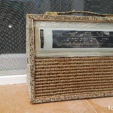 Radios antiguas: RADIO PORTATIL HMV. Lote 79943873