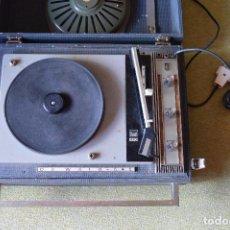 Radios antiguas: TOCADISCOS PORTATIL DE WALD 545 * PLATO DUAL 410 * AÑOS 60. Lote 81563024