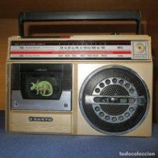 Rádios antigos: RADIOCASETE SANYO MONO AÑOS 80 FUNCIONANDO. Lote 109310103