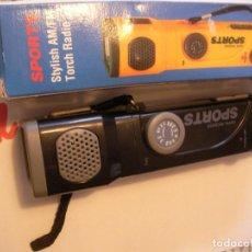 Radios antiguas: RADIO AM-FM Y LINTERNA SPORTS NUEVA EN SU CAJA. Lote 82667708