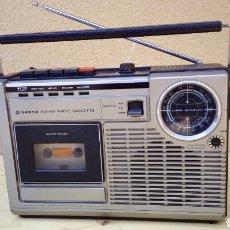 Radios antiguas: TRANSISTOR RADIO CASSETTE SANYO M2402 RADIO FUNCIONA CASSETTE NO. Lote 83973794