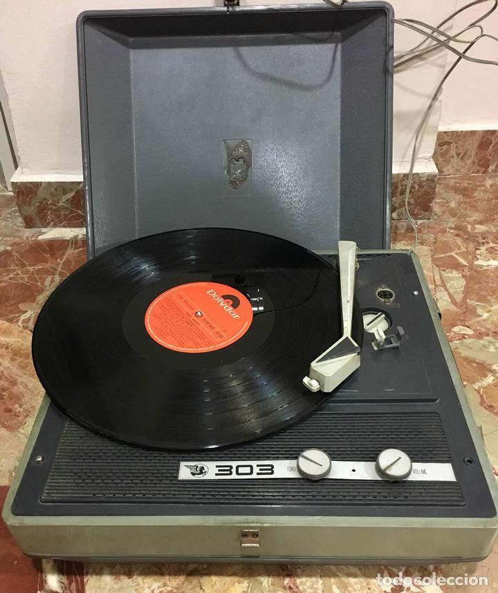 ANTIGUO TOCADISCOS 303 FUNCIONADO CON MALETIN ORIGINAL (Radios, Gramófonos, Grabadoras y Otros - Transistores, Pick-ups y Otros)