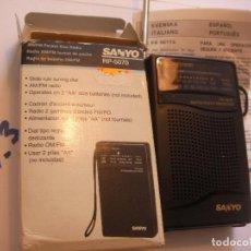 Radios antiguas: ANTIGUA RADIO TRANSISTOR SANYO NUEVA FUNCIONANDO CORRECTAMENTE EN SU CAJA CON INSTRUCCIONES. Lote 85256148