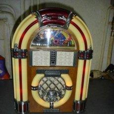 Radios antiguas: MUY BONITA RADIO VINTAJE CON FORMA DE TOCADISCO ANOS 40 FUNCIONA. Lote 141727886