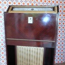 Radios antiguas: MUEBLE RADIO TOCADISCOS LA VOIX DE SON MAITIE. Lote 87264212