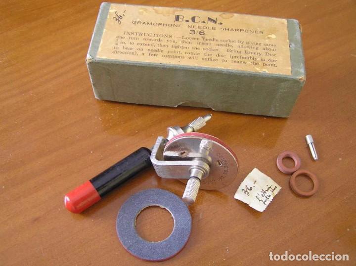 Radios antiguas: ANTIGUO AFILADOR DE AGUJAS DE GRAMOFONO GRAMOLA Y CUATRO CAJA CON AGUJAS GRAMOPHONE NEEDLE SHARPENER - Foto 10 - 87421028