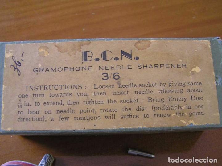 Radios antiguas: ANTIGUO AFILADOR DE AGUJAS DE GRAMOFONO GRAMOLA Y CUATRO CAJA CON AGUJAS GRAMOPHONE NEEDLE SHARPENER - Foto 25 - 87421028