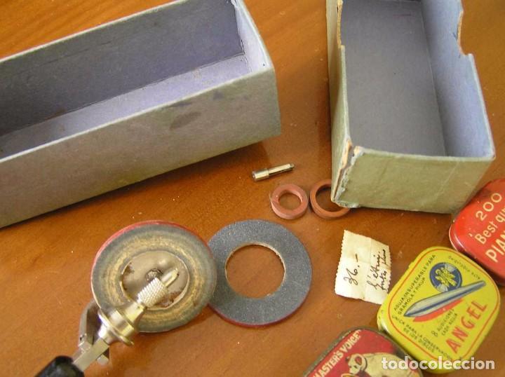 Radios antiguas: ANTIGUO AFILADOR DE AGUJAS DE GRAMOFONO GRAMOLA Y CUATRO CAJA CON AGUJAS GRAMOPHONE NEEDLE SHARPENER - Foto 27 - 87421028