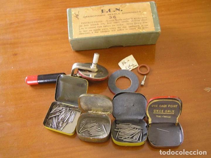 Radios antiguas: ANTIGUO AFILADOR DE AGUJAS DE GRAMOFONO GRAMOLA Y CUATRO CAJA CON AGUJAS GRAMOPHONE NEEDLE SHARPENER - Foto 46 - 87421028