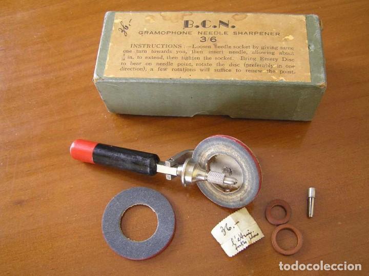 Radios antiguas: ANTIGUO AFILADOR DE AGUJAS DE GRAMOFONO GRAMOLA Y CUATRO CAJA CON AGUJAS GRAMOPHONE NEEDLE SHARPENER - Foto 95 - 87421028