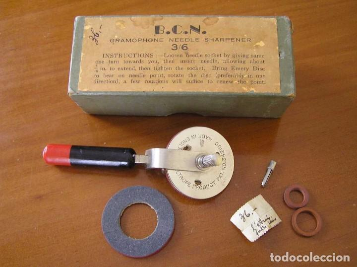 Radios antiguas: ANTIGUO AFILADOR DE AGUJAS DE GRAMOFONO GRAMOLA Y CUATRO CAJA CON AGUJAS GRAMOPHONE NEEDLE SHARPENER - Foto 100 - 87421028