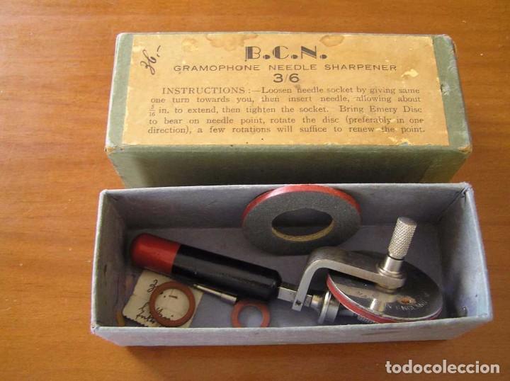 Radios antiguas: ANTIGUO AFILADOR DE AGUJAS DE GRAMOFONO GRAMOLA Y CUATRO CAJA CON AGUJAS GRAMOPHONE NEEDLE SHARPENER - Foto 107 - 87421028