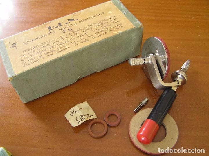 Radios antiguas: ANTIGUO AFILADOR DE AGUJAS DE GRAMOFONO GRAMOLA Y CUATRO CAJA CON AGUJAS GRAMOPHONE NEEDLE SHARPENER - Foto 119 - 87421028