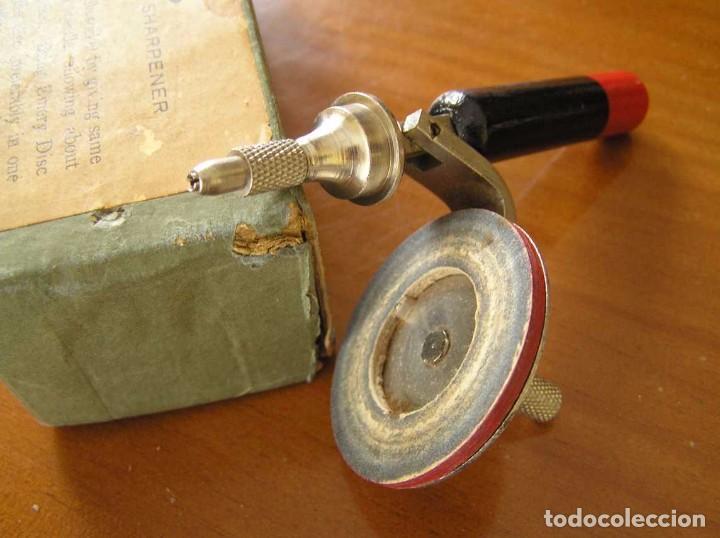 Radios antiguas: ANTIGUO AFILADOR DE AGUJAS DE GRAMOFONO GRAMOLA Y CUATRO CAJA CON AGUJAS GRAMOPHONE NEEDLE SHARPENER - Foto 122 - 87421028