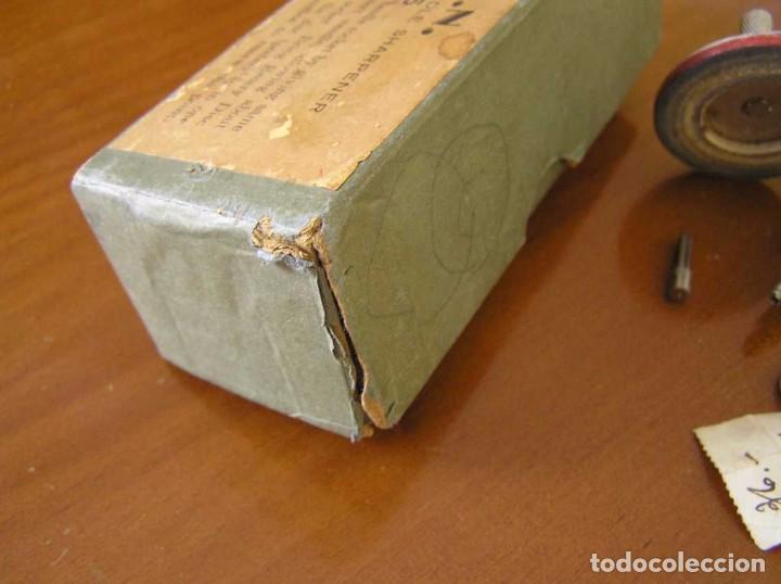 Radios antiguas: ANTIGUO AFILADOR DE AGUJAS DE GRAMOFONO GRAMOLA Y CUATRO CAJA CON AGUJAS GRAMOPHONE NEEDLE SHARPENER - Foto 126 - 87421028