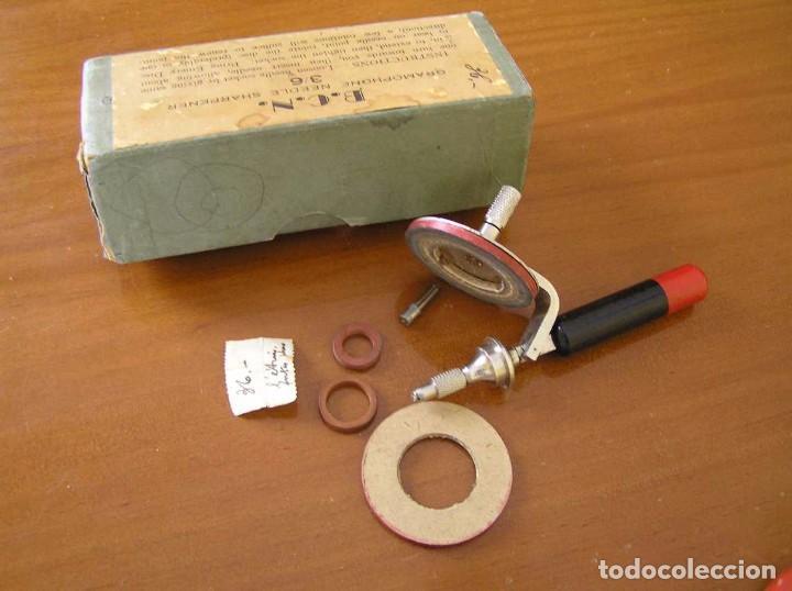 Radios antiguas: ANTIGUO AFILADOR DE AGUJAS DE GRAMOFONO GRAMOLA Y CUATRO CAJA CON AGUJAS GRAMOPHONE NEEDLE SHARPENER - Foto 127 - 87421028