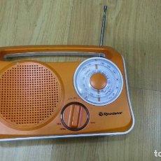 Radios antiguas: RADIO ROADSTAR AM / FM AC DC NO FUNCIONA !!! SIRVE PARA DECORACION O PARA REPARAR SI ES POSIBLE. Lote 89020940