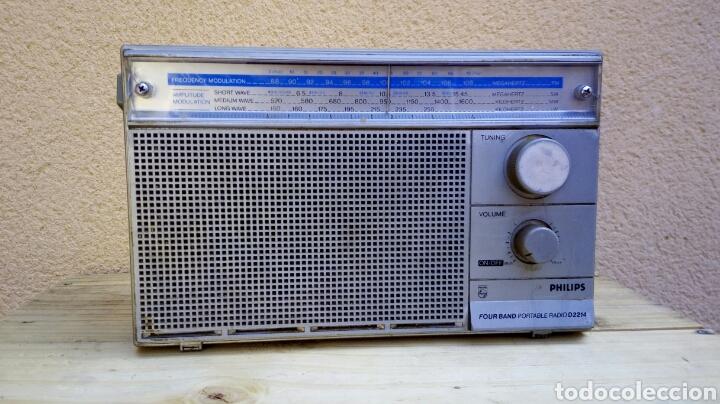 Radios antiguas: RADIO TRANSISTOR PHILIPS D2214 FUNCIONANDO - Foto 2 - 91509534