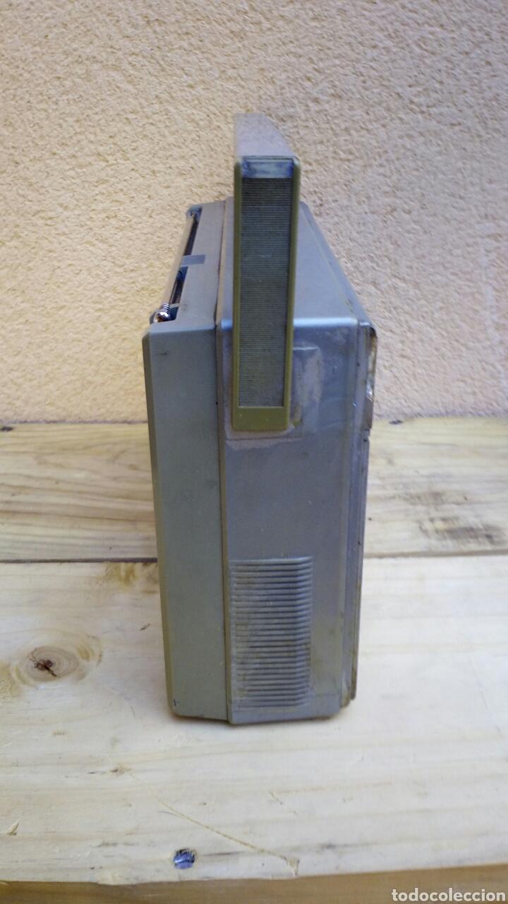 Radios antiguas: RADIO TRANSISTOR PHILIPS D2214 FUNCIONANDO - Foto 6 - 91509534