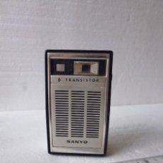 Radios antiguas: PEQUEÑA RADIO SANYO -6 TRANSISTOR-MODEL TH-630 FUNCIONANDO. Lote 92828740