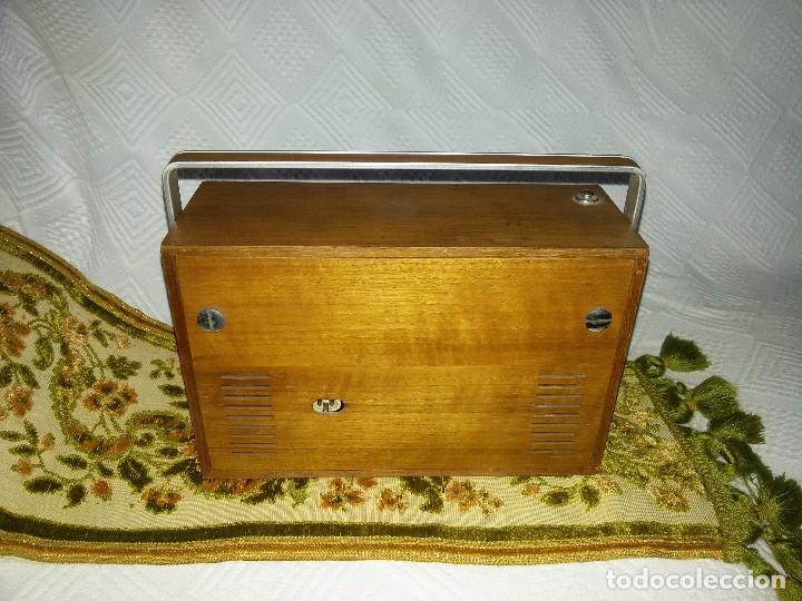 Radios antiguas: RADIO DE COLECCIÓN-SCHAUB-LORENZ AMIGO TK 121061 - Foto 16 - 92996325