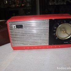 Radios antiguas: RADIO TRANSISTOR SANYO, CON FUNDA. 15 X 8 X 4,5 CMS. NO FUNCIONA. Lote 93244100
