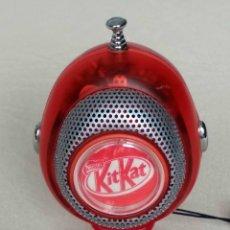 Radios antiguas: ORIGINAL Y ESCASA RADIO PUBLICIDAD DE KIT KAT - NESTLÉ (FUNCIONANDO) + REGALO AURICULARES. Lote 96175739