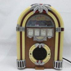 Radios antiguas: RADIO TIPO VINTAGE PARA DECORACION - SOLO FUNCIONAN LAS LUCES MIDE 29 X 20. Lote 96572087