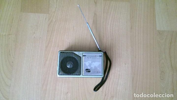 ANTIGUA RADIO PEQUEÑA, SIN FUNCIONAMIENTO. (Radios, Gramófonos, Grabadoras y Otros - Transistores, Pick-ups y Otros)