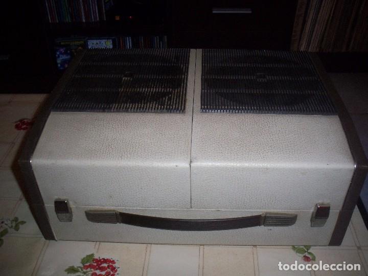 Radios antiguas: Tocadiscos portatil Koniger Faro 2500 Stereo con 2 altavoces divisibles . Funcionando. Ver detalles. - Foto 2 - 97794675