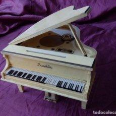 Radios antiguas: MARAVILLOSO RADIO TRANSISTOR FRANKLIN EN FORMA DE PIANO CON PATENTES EN USA Y JAPON DE 1965. Lote 99357759