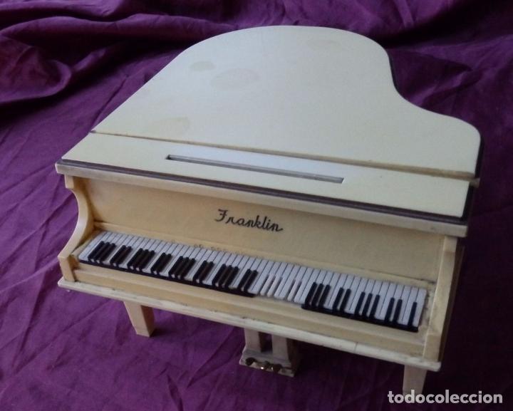 Radios antiguas: MARAVILLOSO RADIO TRANSISTOR FRANKLIN EN FORMA DE PIANO CON PATENTES EN USA Y JAPON DE 1965 - Foto 2 - 99357759