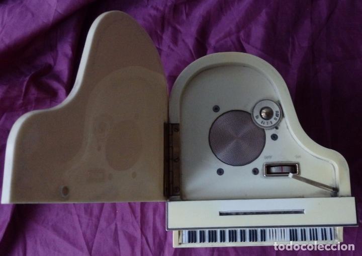 Radios antiguas: MARAVILLOSO RADIO TRANSISTOR FRANKLIN EN FORMA DE PIANO CON PATENTES EN USA Y JAPON DE 1965 - Foto 3 - 99357759