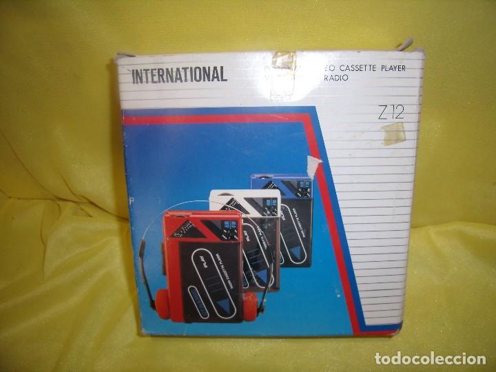 Usado, Walkman radio cassette stereo AM/FM con cascos internacional, vintage, años 80, Funcionando, Nuevo. segunda mano