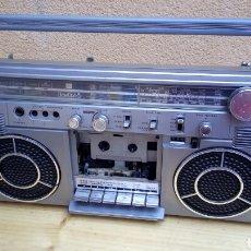 Radios antiguas: TRANSISTOR RADIO CASSETTE BOOMBOX TOSHIBA RT-S713 FUNCIONA RADIO CASSETTE NO. Lote 100470606