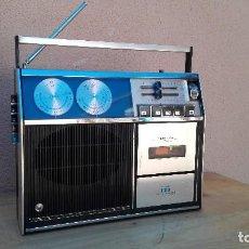 Radios antiguas: TRANSISTOR RADIO CASSETTE VANGUARD ASTRONAUTA NO FUNCIONA, AL ENCHUFARLO HACE RUIDO. Lote 102745191