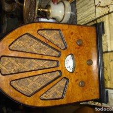 Radios antiguas: BONITA RADIO DE CAPILLA VINTAGE EN ESTADO DE MARCHA CREO. Lote 104038047