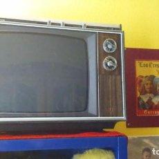 Radios antiguas: TELEVISIÓN PORTÁTIL BLANCO Y NEGRO JAPONÉS MITSUBISHI 16 PULGADAS FUNCIONANDO . Lote 104044971