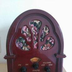 Radios antiguas: RADIO ESTILO CAPILLA. Lote 104240292